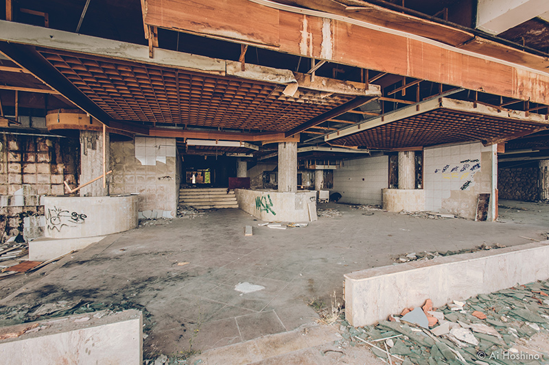 20210530_Macedonia_spomenik_abandonedHotel-11.jpg