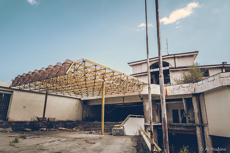 20210530_Macedonia_spomenik_abandonedHotel-8.jpg