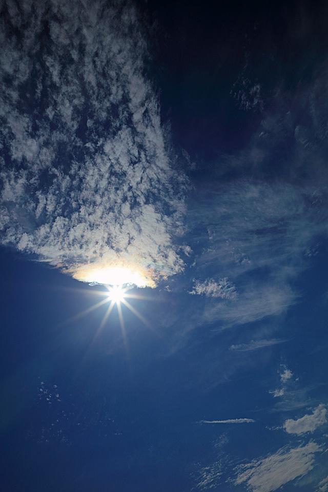 ハーフな光環と高積雲