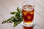 飲み物-アイスティーとグリーン
