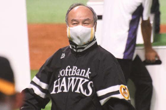 プロ野球の試合を続行しているソフトバンクGの会長兼社長である孫正義