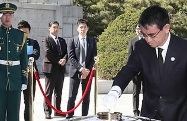 「一人の日本人として御霊に尊崇の念と感謝の誠を捧げたく参拝を続けている。参拝は信教の自由」と高市早苗氏。一方、河野太郎氏は靖国参拝は拒否でも韓国の英雄達を葬ったソウル国立顕忠院には参拝。日本の国事殉難