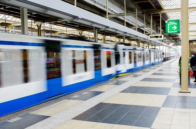 metro-2778355_640.jpg