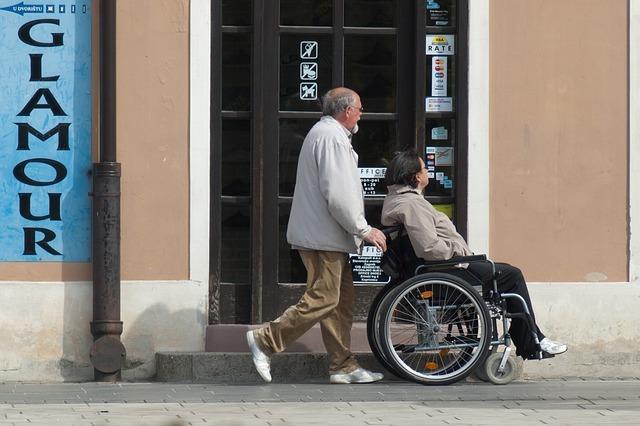 wheelchair-908343_640.jpg