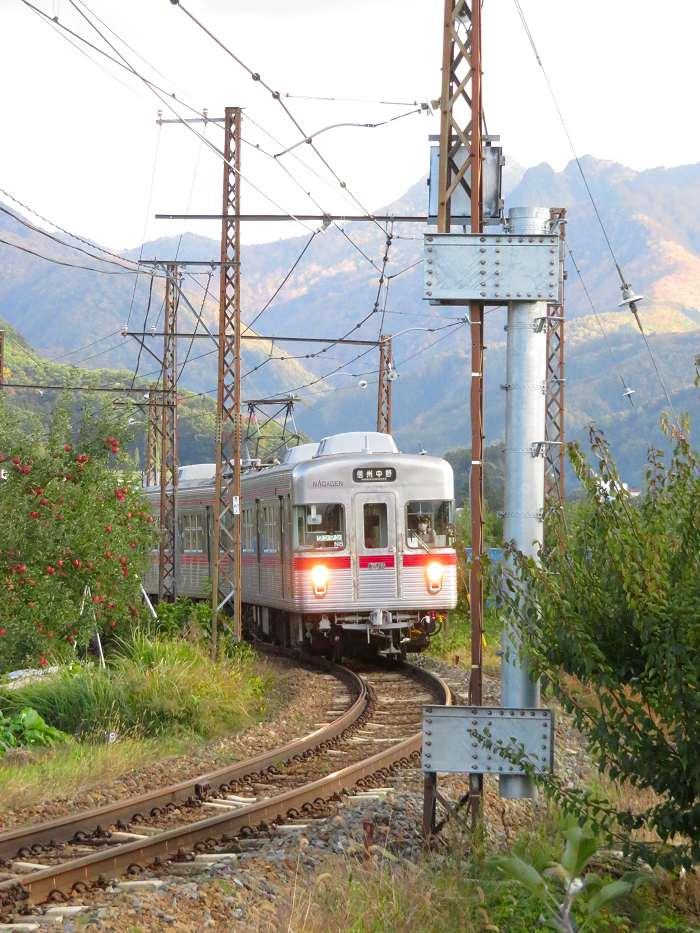 リンゴと山と長野電鉄