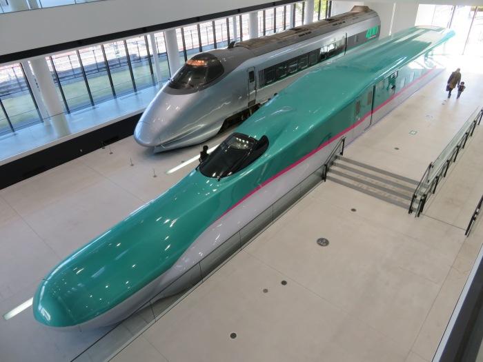 新幹線400系とE5系