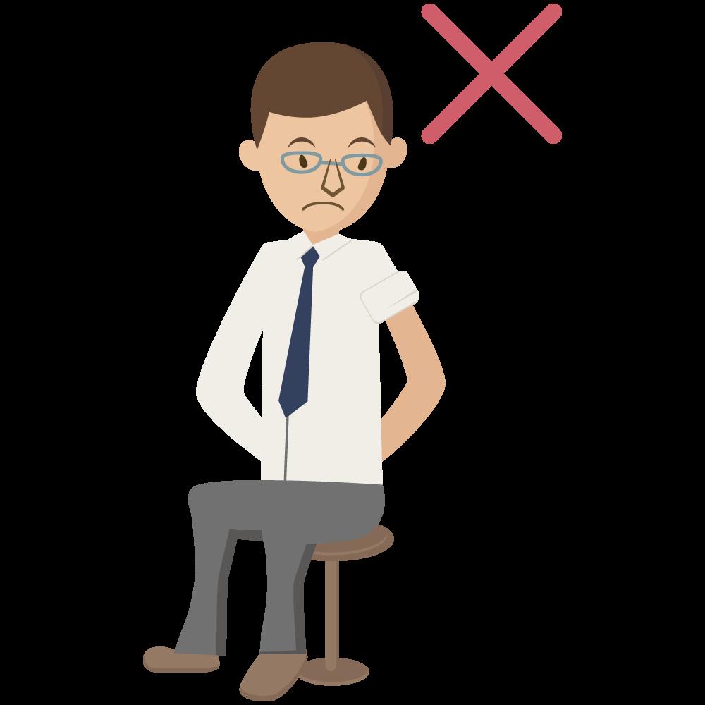 covid-19のコロナワクチンの予防接種で腕まくりしにくい、肩が出ない服装の男性素材