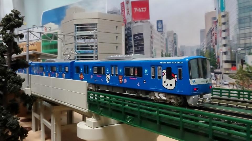 京急600形「コリラックマ&チャイロイコグマがおがお号」