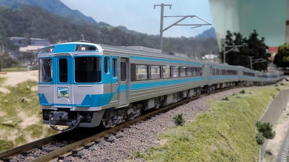 JR キハ185系特急 JR四国色