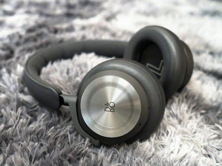 Bang_and_Olufsen_Beoplay_HX_03.jpg