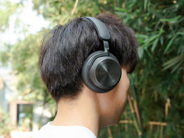 Bang_and_Olufsen_Beoplay_HX_07.jpg