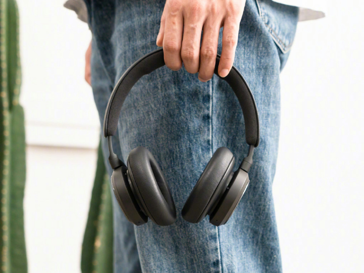 Bang_and_Olufsen_Beoplay_HX_08.jpg