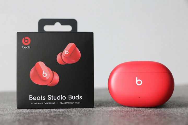 Beats_Studio_Buds_01.jpg