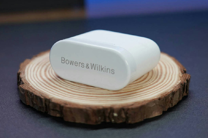Bowers_and_Wilkins_PI5_11.jpg