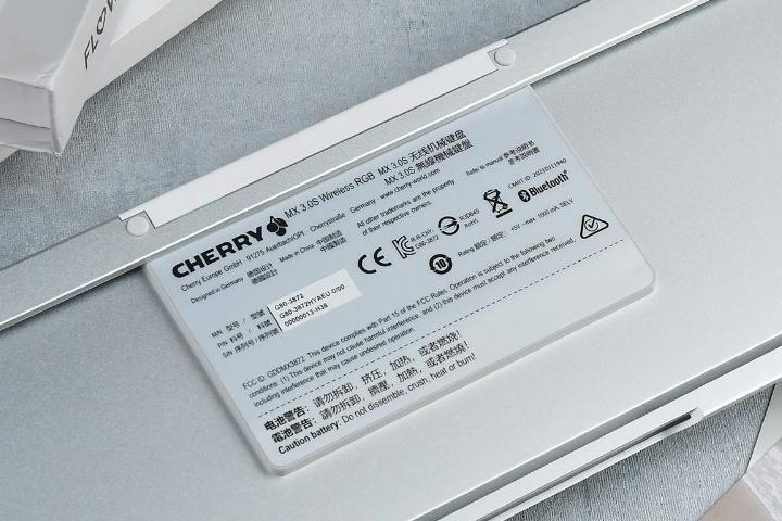CHERRY_MX_3S_Wireless_RGB_08.jpg