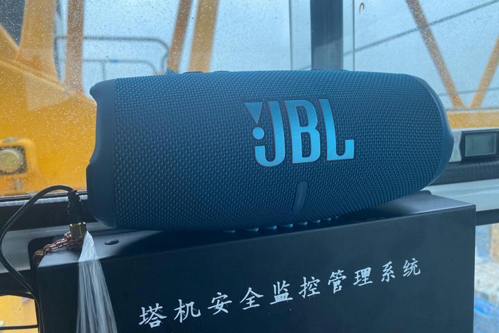 JBL_CHARGE5_24.jpg