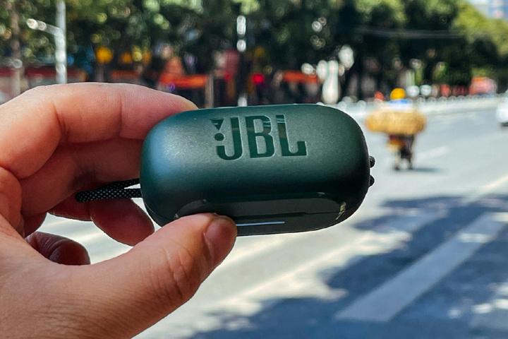 JBL_REFLECT_MINI_NC_17.jpg