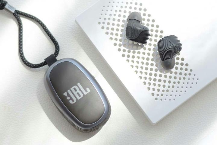 JBL_REFLECT_X600TWS_08.jpg
