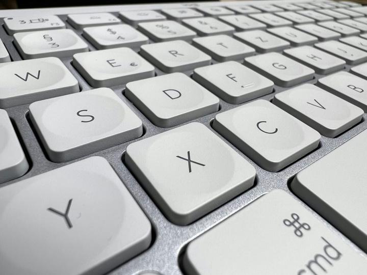 Logitech_MX_Keys_Mini_for_Mac_04.jpg