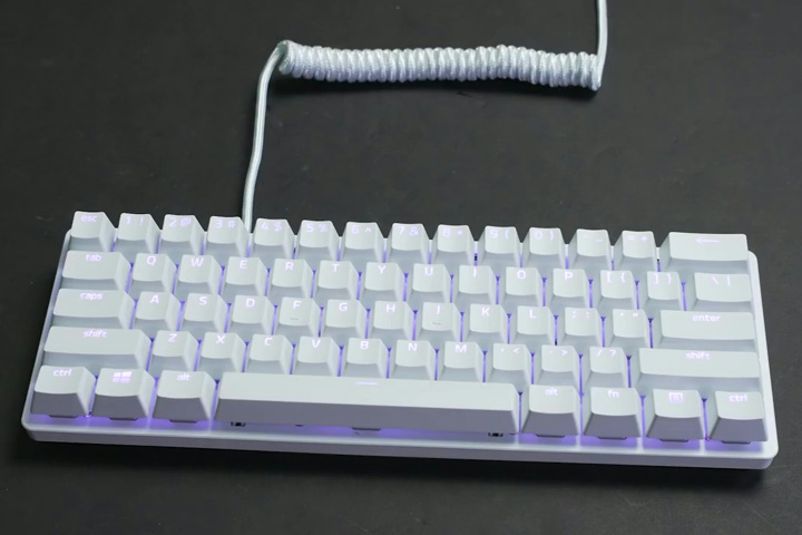 Razer_PBT_Keycap_Coiled_Cable_Upgrade_Set_04.jpg