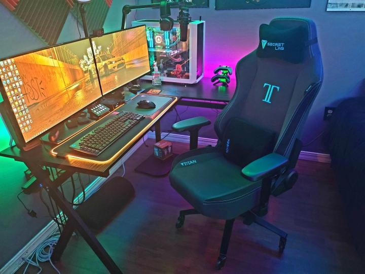 Show_Your_PC_Desk_Part226_18.jpg