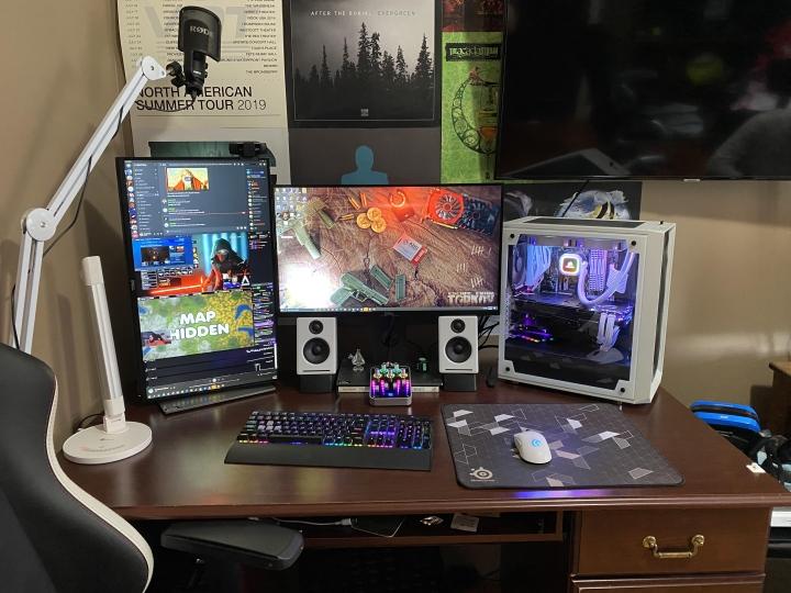 Show_Your_PC_Desk_Part226_50.jpg