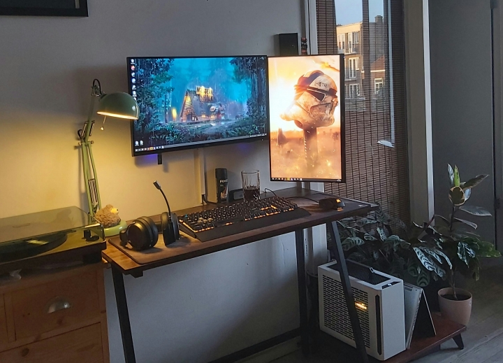 Show_Your_PC_Desk_Part230_14.jpg