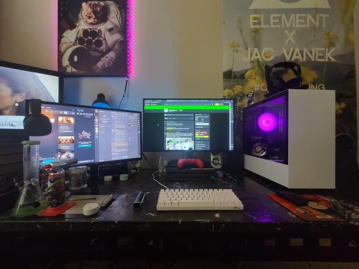 Show_Your_PC_Desk_Part230_44.jpg