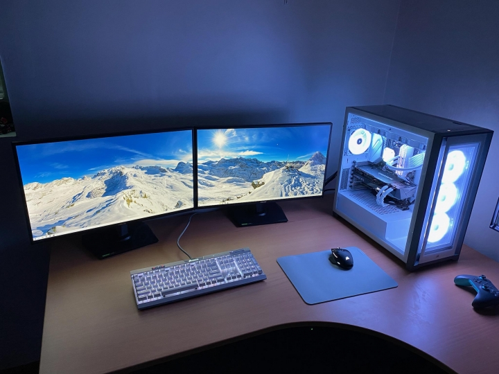 Show_Your_PC_Desk_Part231_04.jpg