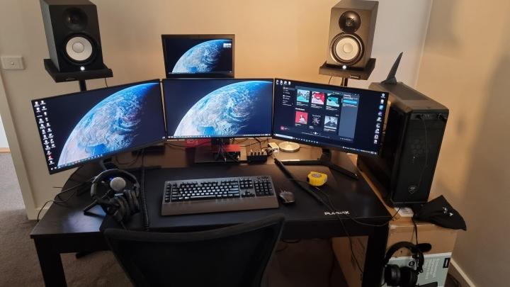 Show_Your_PC_Desk_Part231_11.jpg