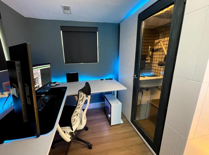 Show_Your_PC_Desk_Part232_04.jpg