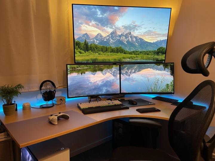 Show_Your_PC_Desk_Part234_08.jpg