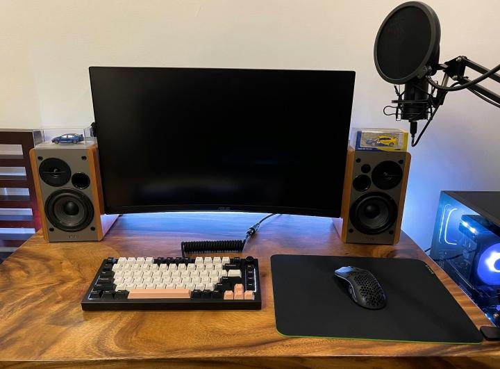 Show_Your_PC_Desk_Part234_57.jpg