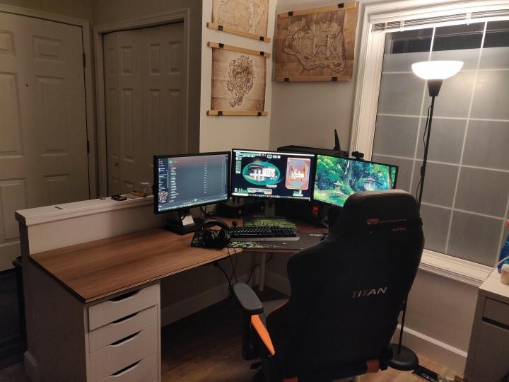 Show_Your_PC_Desk_Part234_84.jpg