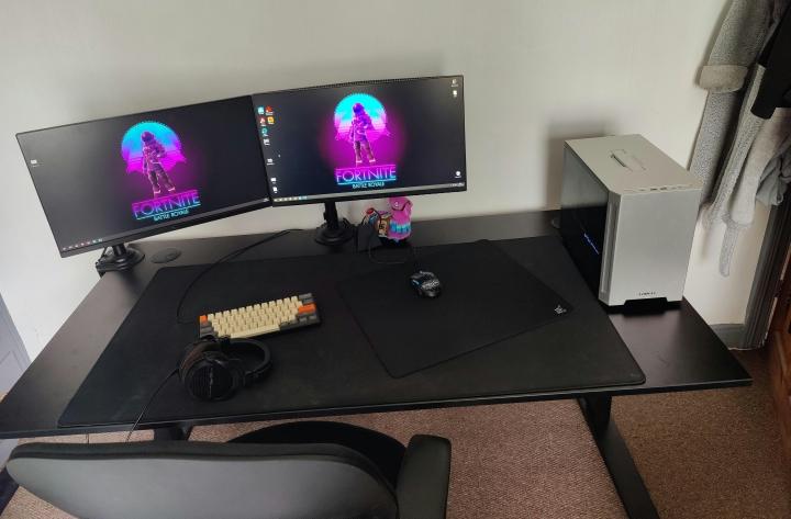 Show_Your_PC_Desk_Part234_91.jpg