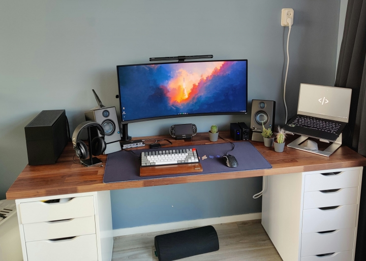 Show_Your_PC_Desk_UltlaWideMonitor_Part76_02.jpg