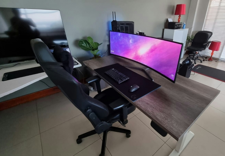 Show_Your_PC_Desk_UltlaWideMonitor_Part77_04.jpg