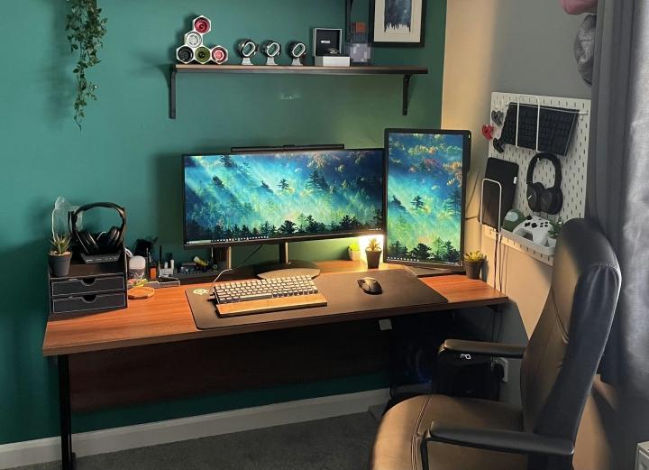 Show_Your_PC_Desk_UltlaWideMonitor_Part77_11.jpg
