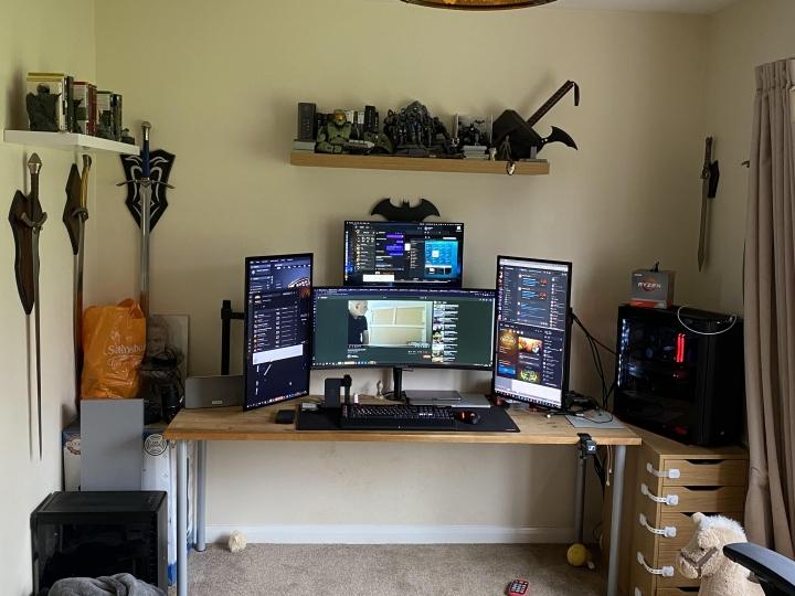 Show_Your_PC_Desk_UltlaWideMonitor_Part77_30.jpg