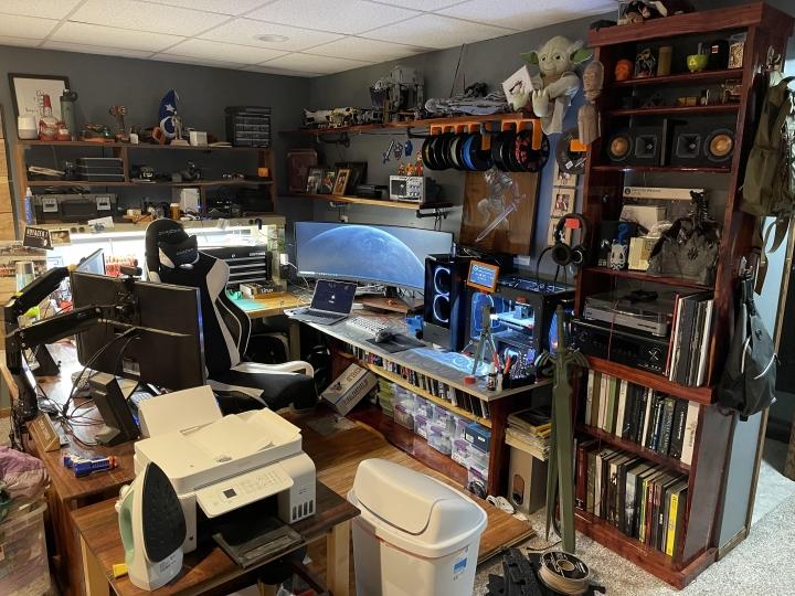 Show_Your_PC_Desk_UltlaWideMonitor_Part78_10.jpg