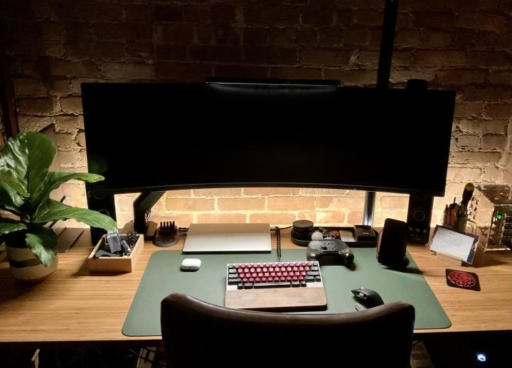 Show_Your_PC_Desk_UltlaWideMonitor_Part78_19.jpg