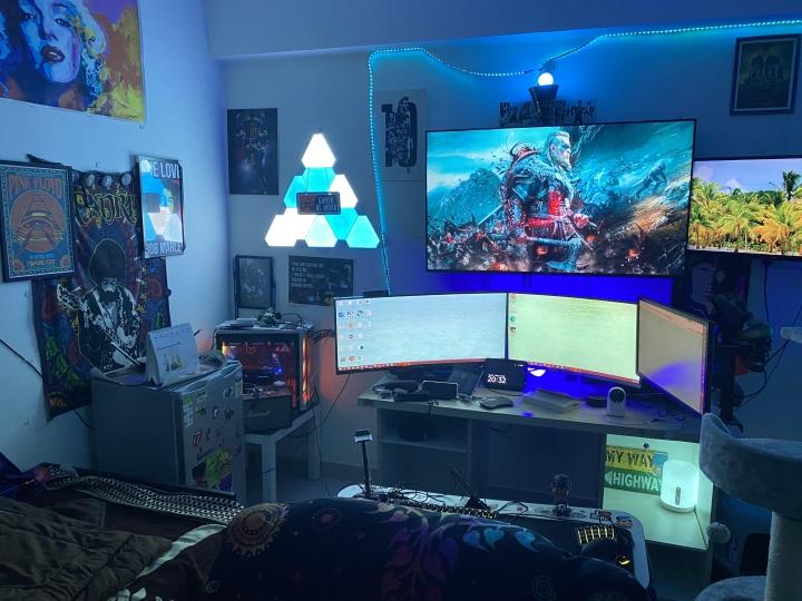 Show_Your_PC_Desk_UltlaWideMonitor_Part78_37.jpg