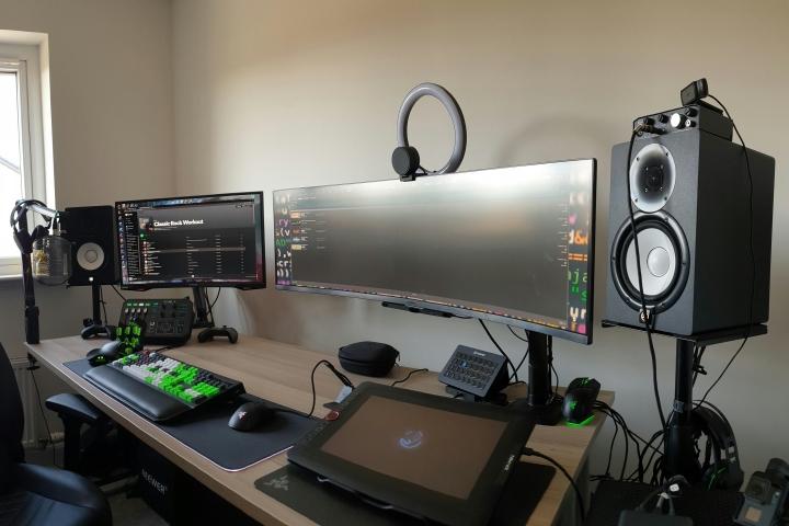 Show_Your_PC_Desk_UltlaWideMonitor_Part79_01.jpg