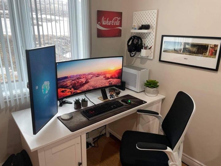 Show_Your_PC_Desk_UltlaWideMonitor_Part79_05.jpg