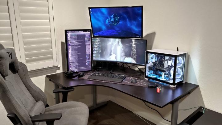 Show_Your_PC_Desk_UltlaWideMonitor_Part79_50.jpg