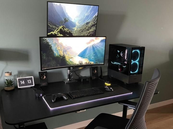 Show_Your_PC_Desk_UltlaWideMonitor_Part79_53.jpg
