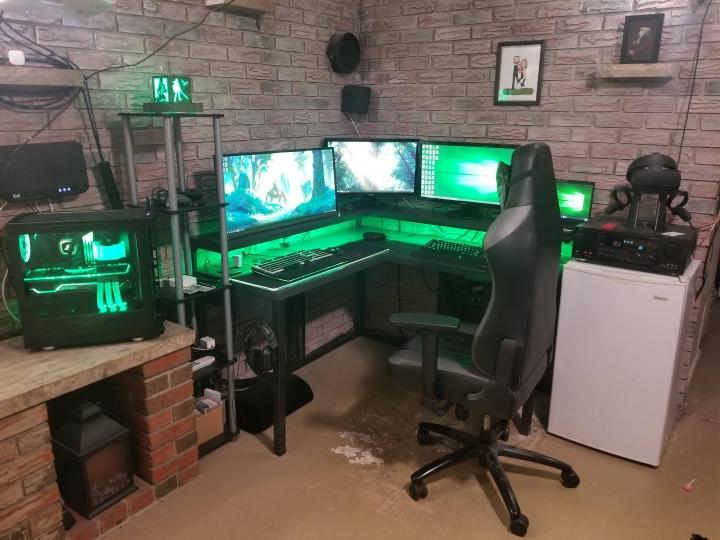 Show_Your_PC_Desk_UltlaWideMonitor_Part80_28.jpg