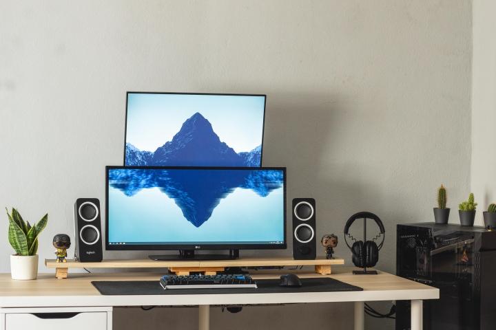 Show_Your_PC_Desk_UltlaWideMonitor_Part80_72.jpg
