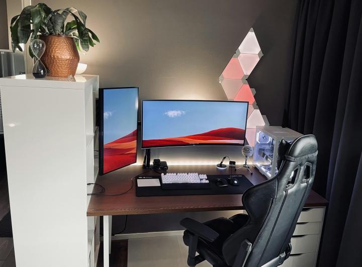 Show_Your_PC_Desk_UltlaWideMonitor_Part80_95.jpg
