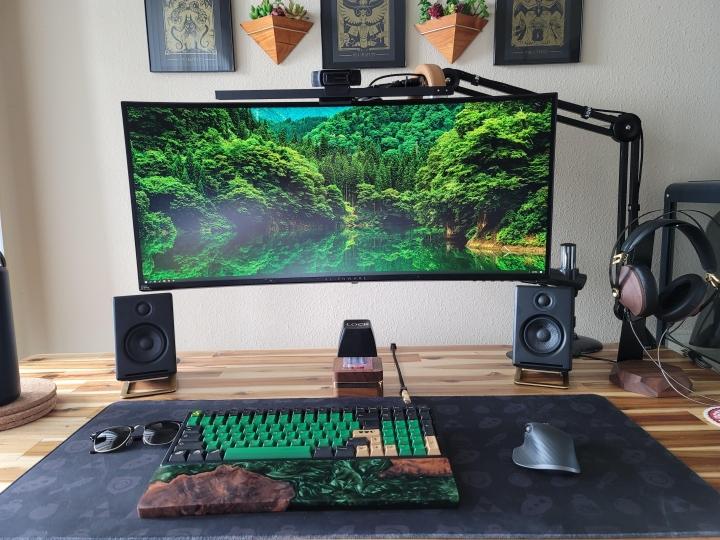 Show_Your_PC_Desk_UltlaWideMonitor_Part81_30.jpg